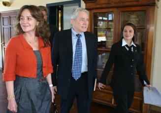 Acompañado de doña Patricia de Arzú, Luis Palau llegó a la cita con el Alcalde de Guatemala Alvaro Arzú.  Fotografía: Robin Martínez/CGN